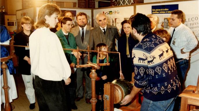 Visite du ministre Hubert Curien à l'université de Shangai, 1985