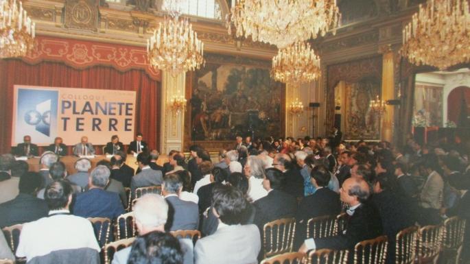 Séance de clôture du colloque « Planète terre » dans la salle des fêtes du palais de l'Elysée, 13 juin 1989
