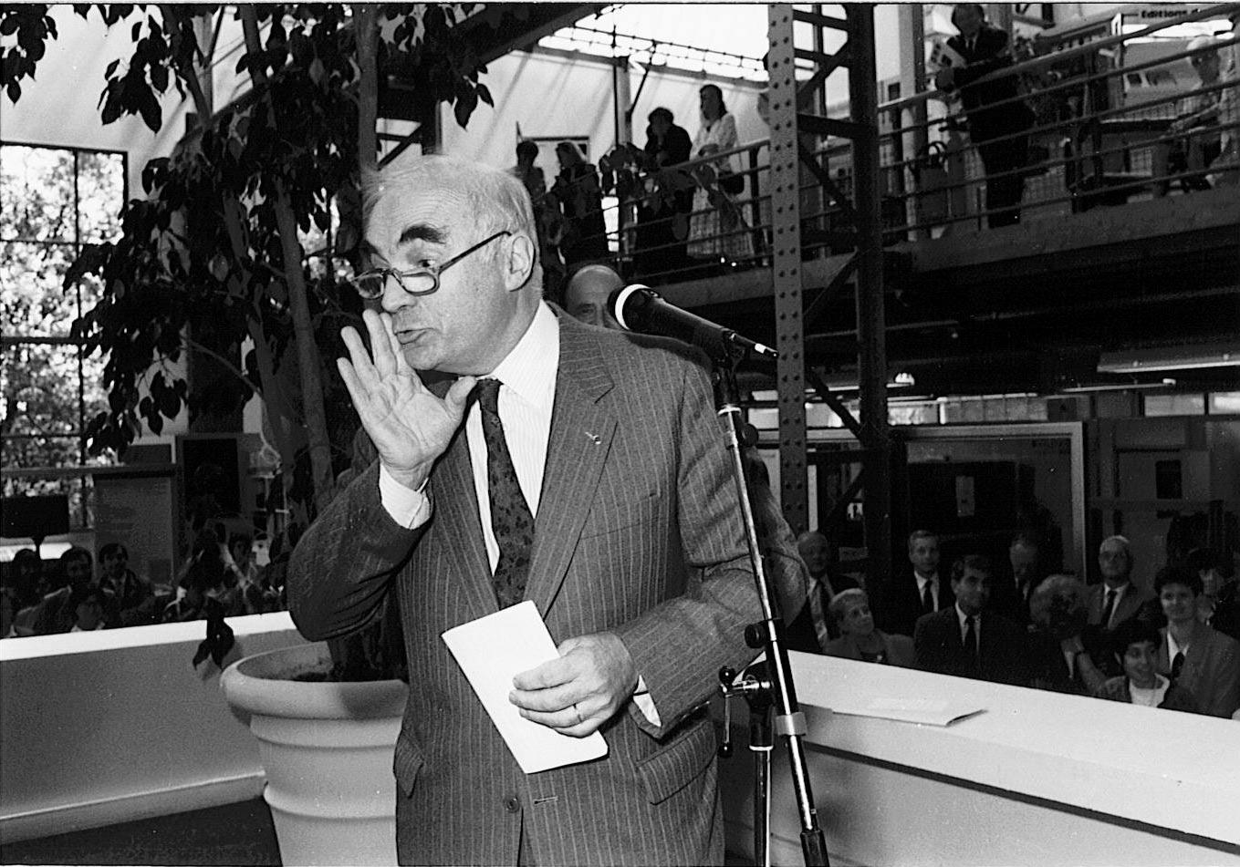 Inauguration du GUC (Groupement des unités de communication) à Meudon, 3 juillet 1990. Avec le directeur général François Kourilsky et Goeri Delacôte
