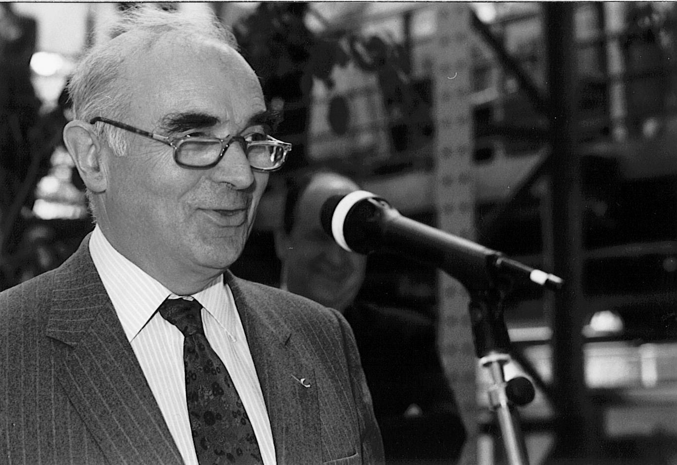 Hubert Curien, directeur général du CNRS, avec le président de la République Georges Pompidou au salon de l'environnement en mai 1972