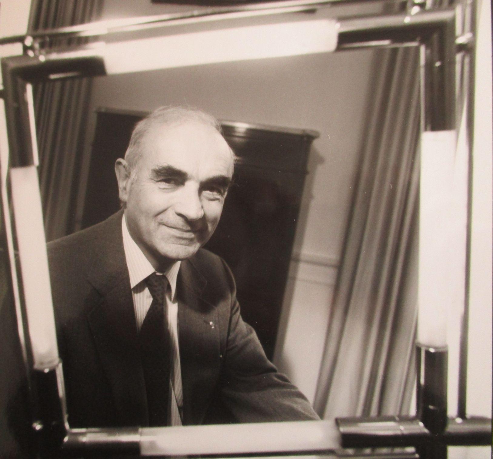 Visite de l'INSERM, 1990, avec le directeur général Philippe Lazar