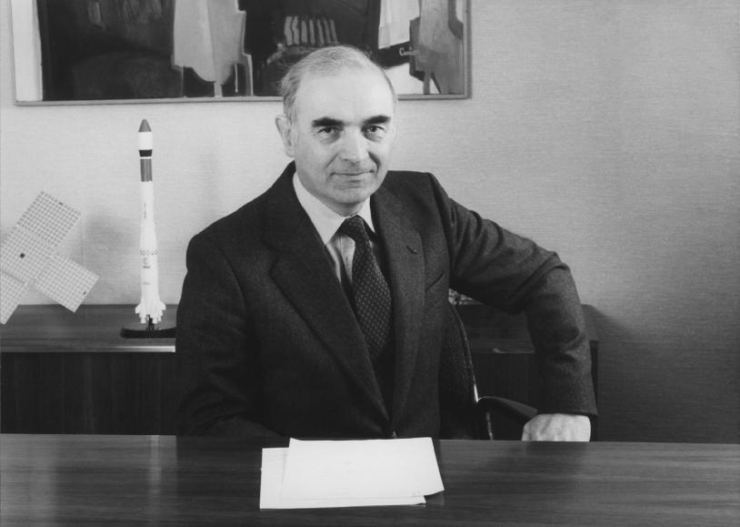 Portrait de Hubert Curien, président du CNES de juillet 1976 à juillet 1984.
